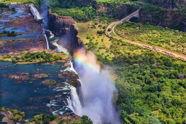 rainbow-over-victoria-falls-_guetzli